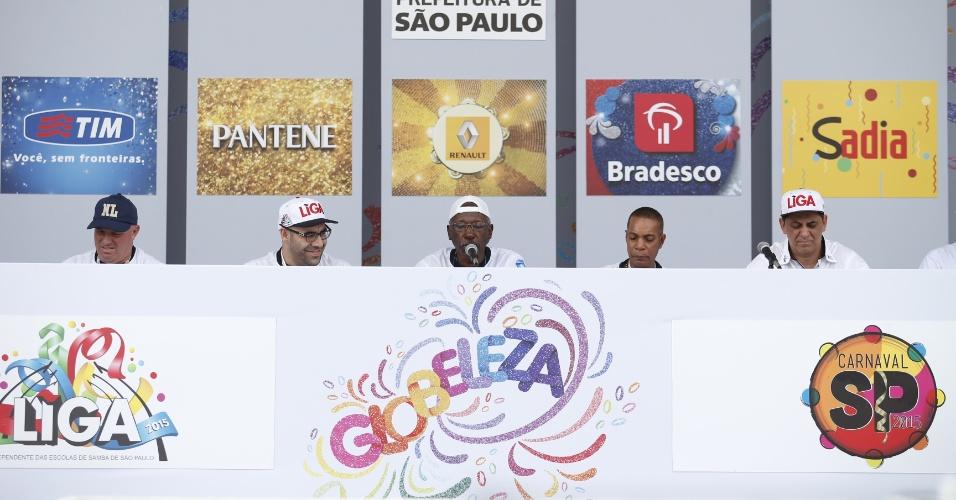 17.fev.2015 - Apuração das notas dos desfiles das escolas de samba de São Paulo