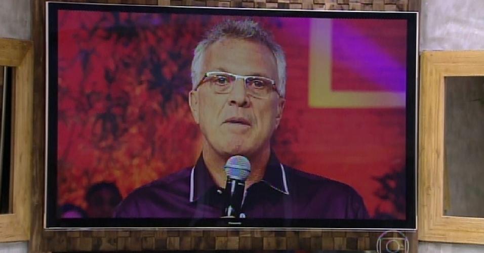 17.fev.2015 - Bial avisa Mariza que ela não será a eliminada da noite