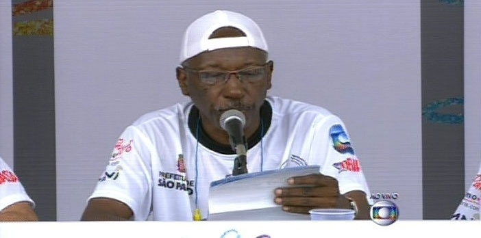 17.fev.2015 - Leitura das notas das escolas de samba de São Paulo