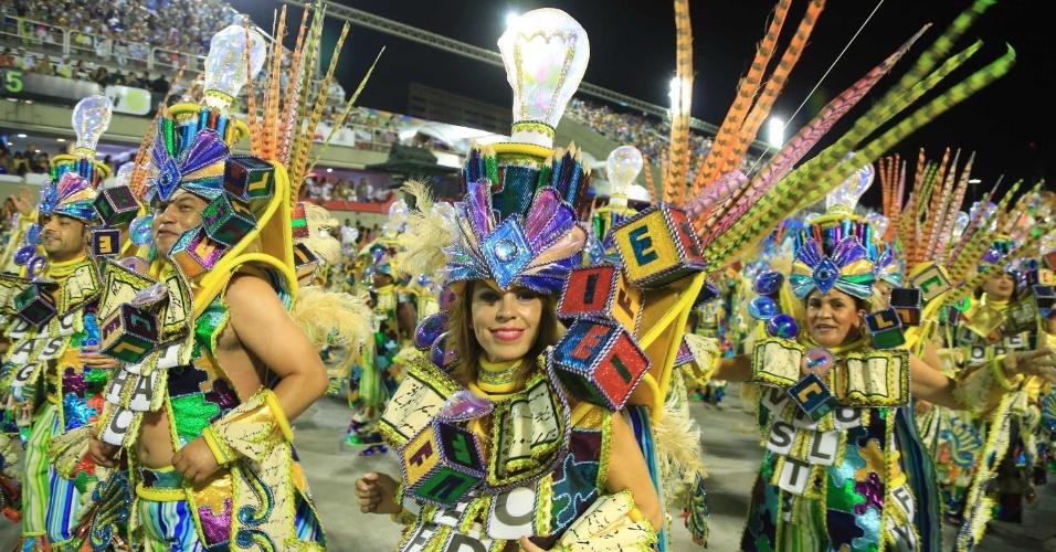 17.fev.2015 - Passista no desfile da Beija-Flor