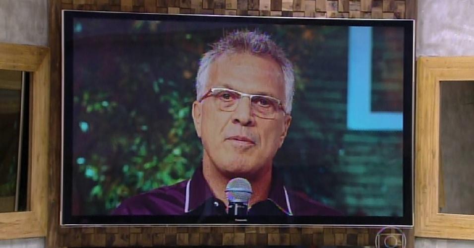 17.fev.2015 - Pedro Bial diz para Fernando simular um discurso de despedida para Amanda e Aline