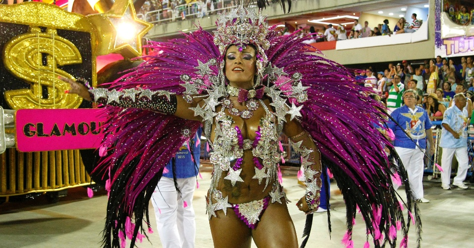 17.fev.2015 - Quarta escola a entrar na Sapucaí no último dia de desfiles do Rio de Janeiro, a União da Ilha levou para a avenida um enredo que questionava padrões de estética