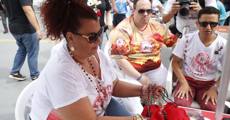 17.fev.2015 - Solange Cruz Bichara Rezende, presidente da Mocidade Alegre acompanha a apuração das escolas de samba de São Paulo