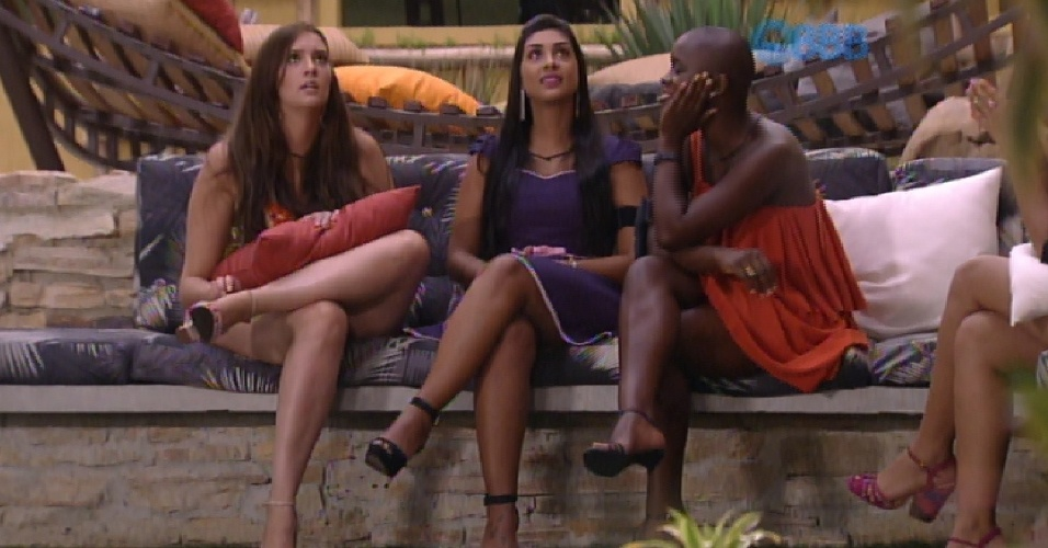 17.fev.2015 - Tamires, Angélica e Tamires conversam sobre Fernando