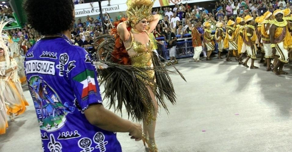 Fantasia de Claudia Raia passa por transformação durante o desfile