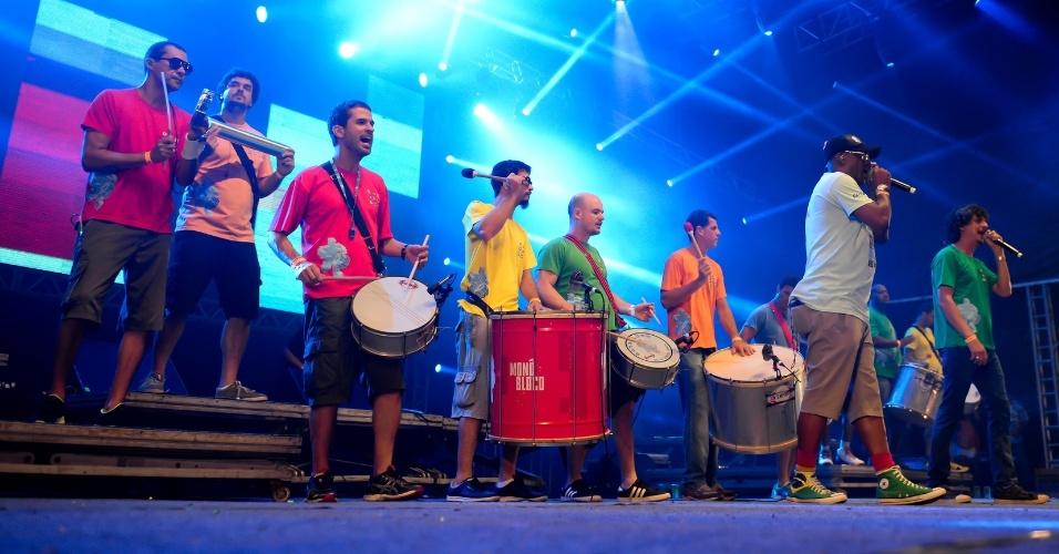 17.02.2015 - Monobloco faz show no Marco Zero, em Recife
