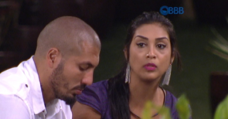 18.fev.2015 - Amanda conversa com Fernando e diz nunca ter sentido raiva dele e de Aline