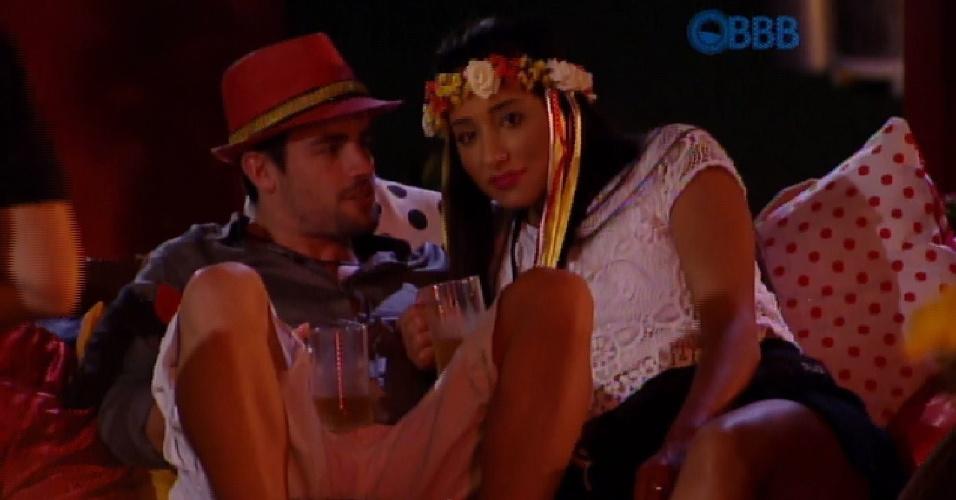 18.fev.2015 - Rafael e Talita acham que Fernando vai acabar ficando com Amanda