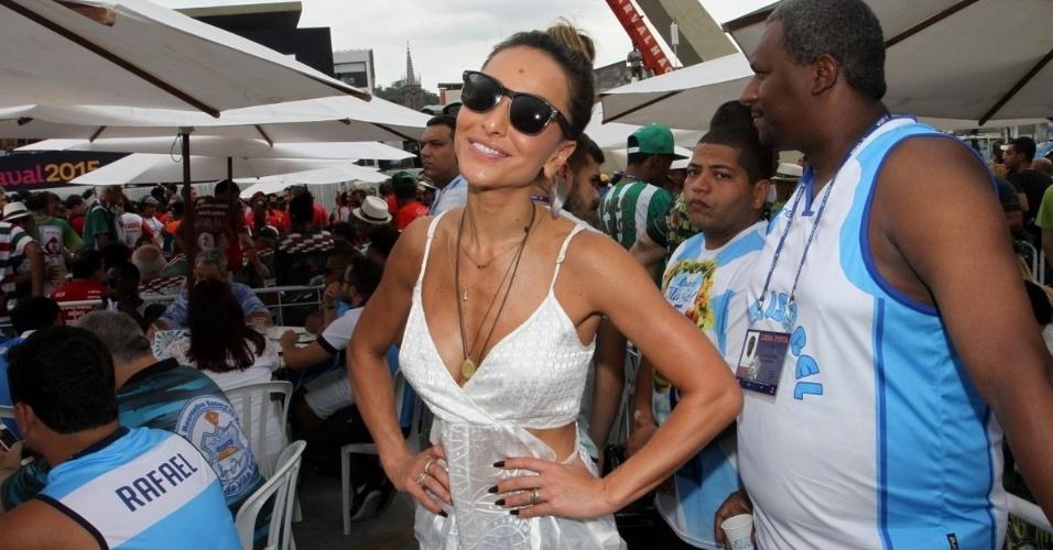 18.fev.2015 - Sabrina Sato, rainha de bateria da Vila Isabel, acompanha a apuração do Carnaval no sambódromo