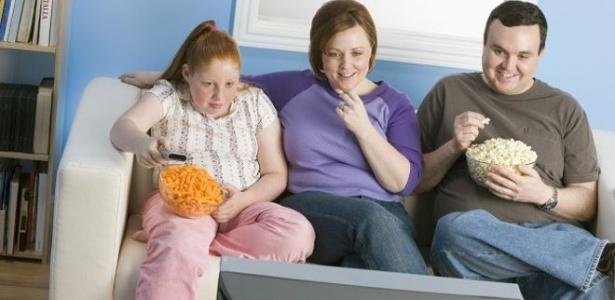 Segundo estudo publicado em 2014, a obesidade afeta 39% das crianças brasileiras - BBC