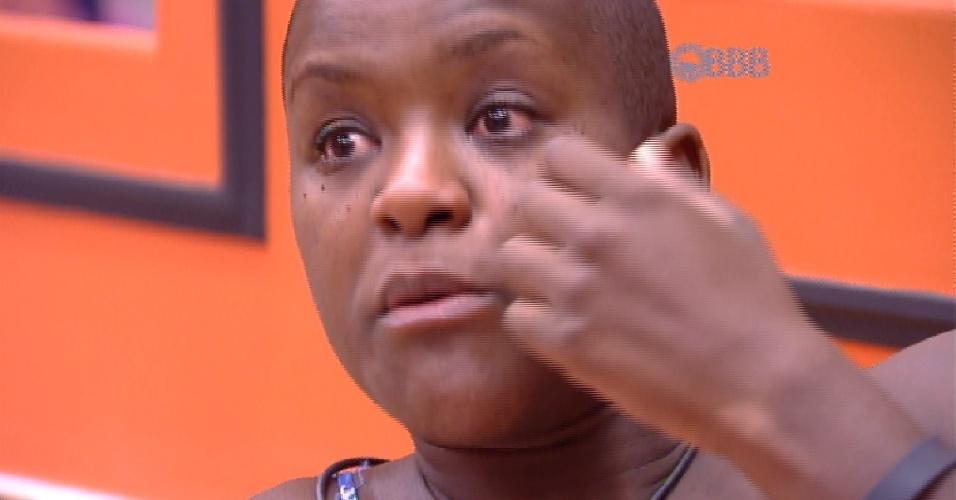 """20.fev.2015 -  Com lágrimas nos olhos, Angélica diz ter certeza que Fernando dormiu durante prova de resistência no """"BBB15"""""""