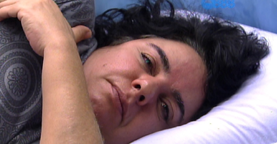 20.fev.2015 - Mariza acorda na tarde desta quarta-feira