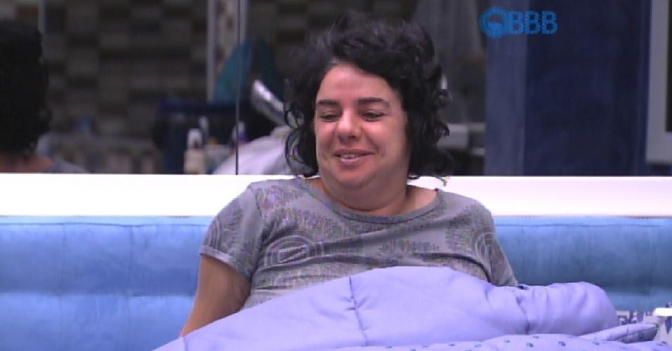 20.fev.2015 - Mariza fica feliz ao saber que Fernando ganhou liderança