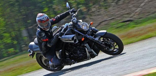 Yamaha VMax chega aos 30 anos com força e estilo de muscle