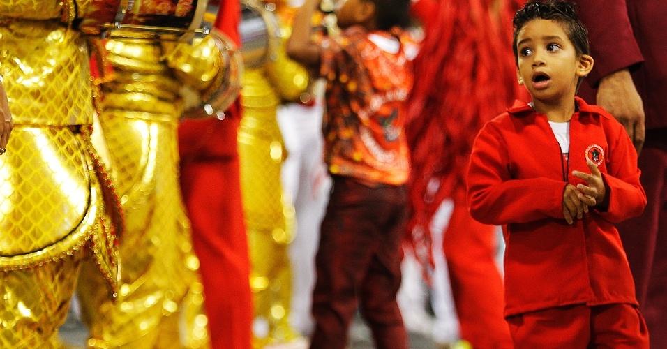 20.fev.2015 - 20.fev.2015 - Classificada em quinto lugar das campeãs de São Paulo, a Dragões da Real voltou para o Sambódromo do Anhembi para o desfile das campenas nesta sexta-feira. Os integrantes estavam bastante animados como no desfile oficial que aconteceu na última semana