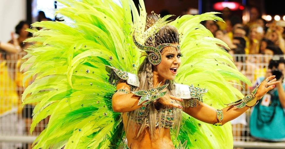 20.fev.2015 -  Tânia Oliveira volta para o desfile das campeãs como madrinha de bateria da Dragões da Real