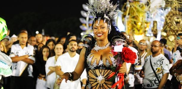 A rainha de bateria da Vai-Vai, Camila Silva, no Desfile das Campeãs de 2015