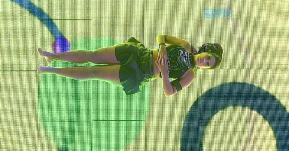 21.fev.2015 - Amanda é a única na pista de dança. A empresária deitou para reclamar das músicas