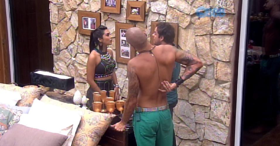 """21.fev.2015 - Ao entrar no quarto do líder Fernando para ver as fotos Amanda pergunta: """"Onde está meu namorado?"""""""