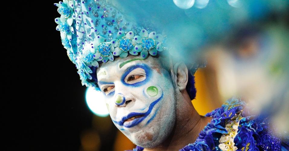 21.fev.2015 - Rosas de Ouro participa do desfile das campeãs do Carnaval de São Paulo na madrugada deste sábado