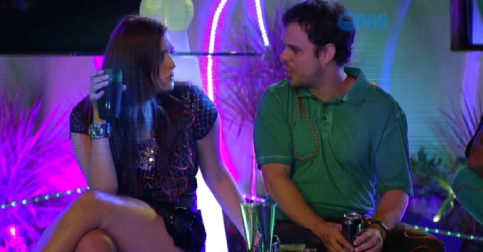 """21.fev.2015 - Tamires fala que está brava com Cézar após ele dizer que ficaria com Mariza. """"O cara fala que gosta de mim e depois fala isso"""", disse a dentista. Adrilles questiona: """"Você está com ciúmes, é isso?""""."""