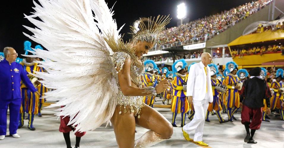 21.fev.2015 - Juliana Alves, rainha da bateria da Unidos da Tijuca, no Desfile das Campeãs