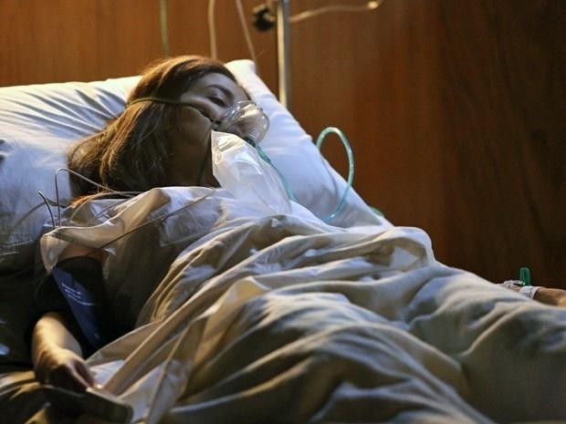 Cora delira no hospital antes de morrer
