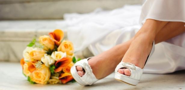 O clássico pep toe é opção para festas em dias quentes