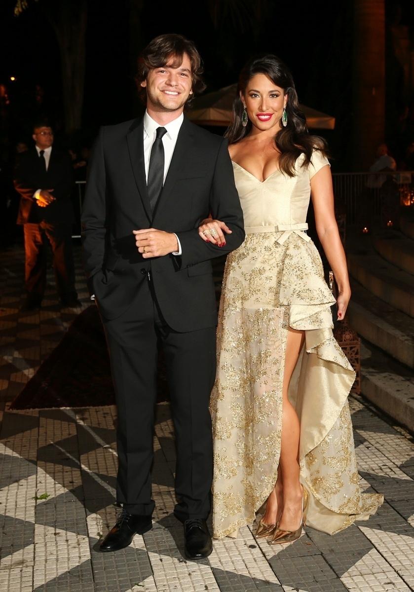 24.fev.2015 - Gisele Itié levou o novo namorado, Emílio Dantas, para o casamento de Thiaguinho e Fernanda Souza
