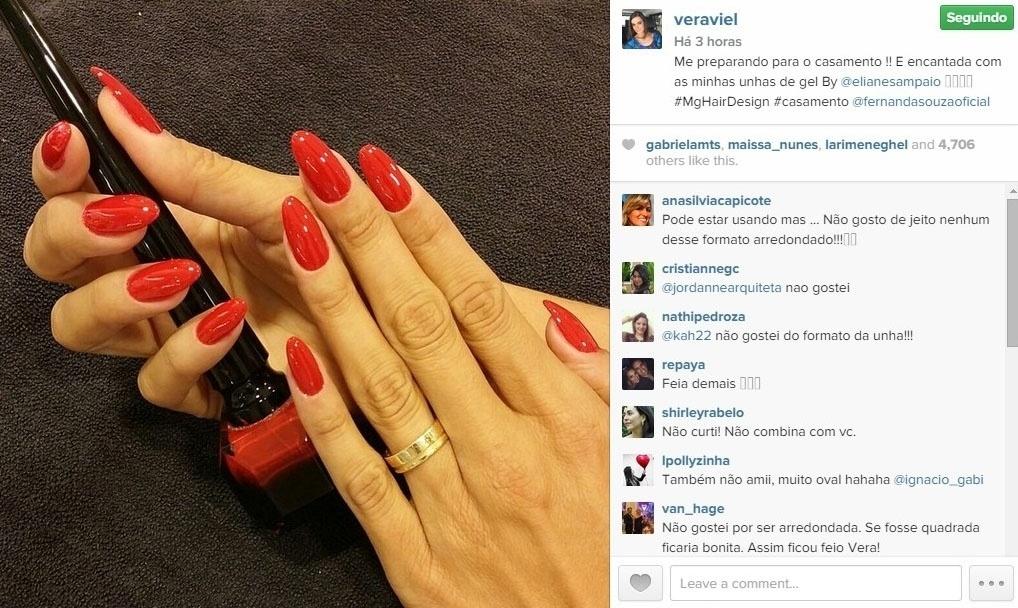 24.fev.2015 - Vera Viel, mulher do apresentador Rodrigo Faro, também optou pelo vermelho nas unhas para o casório: