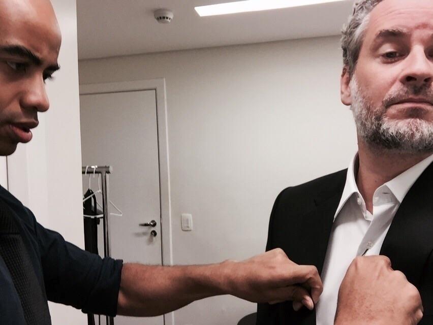 29.jan.2015 - Dan Stulbach experimenta novo figurino para estrelar a nova bancada do CQC, da Band. O apresentador é a grande novidade do programa para 2015, que entrou no lugar de Marcelo Tas