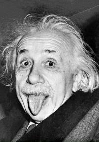 Em foto célebre, o cientista mostra a língua e seu bom humor.