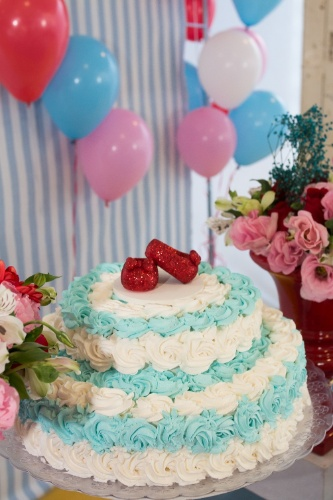 bolo sem pasta americana | Outro bolo criado por Malu Mattos confeitado com chantilly