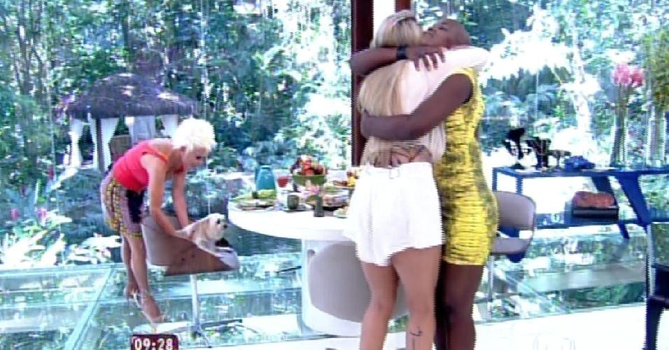 """25.fev.2015 - Angélica, última eliminada do """"BBB15"""" foi uma das entrevistadas do programa de Ana Maria Braga na manhã desta quarta-feira. Lá, encontrou outra eliminada, Aline"""
