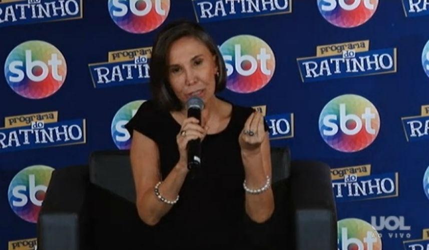 25.fev.2015 - Florinda Meza concede entrevista nos estúdios do SBT