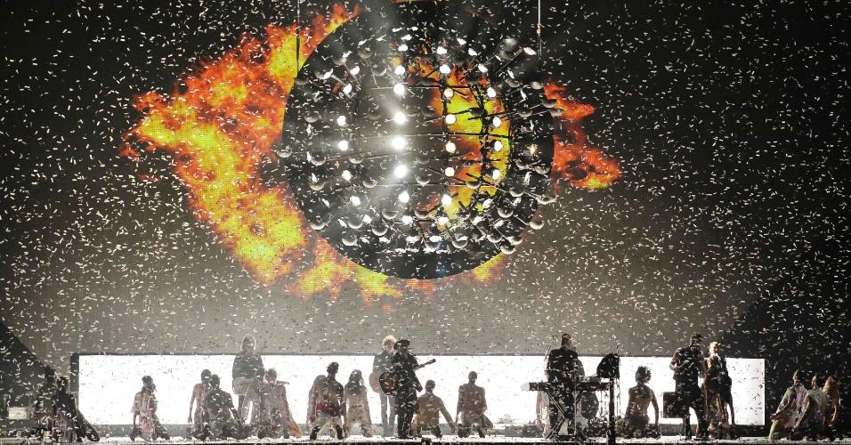 25.fev.205 - Grupo Take That, durante apresentação no Brit Awards, em Londres