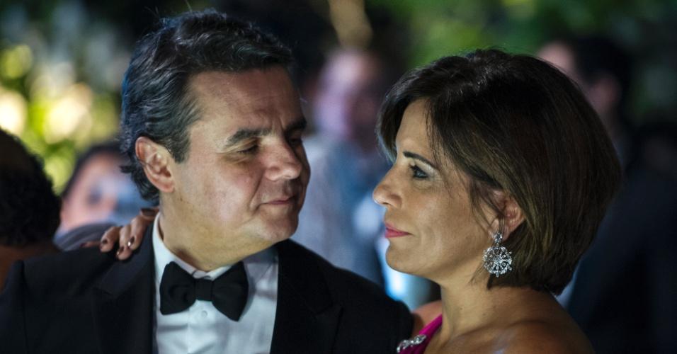 Ambiciosa e sedutora, a personagem de Glória Pires, Beatriz, irá conquistar Evandro, rico empreiteiro vivido por Cássio Gabus Mendes
