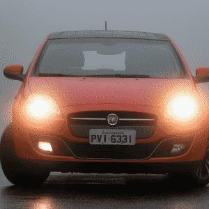 Farol Baixo AUTO e Luz Direcional (neblina) Fiat Bravo - Murilo Góes/UOL
