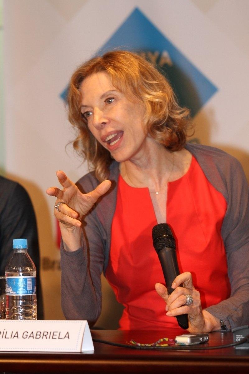 Marília Gabriela fala em coletiva de imprensa do espetáculo