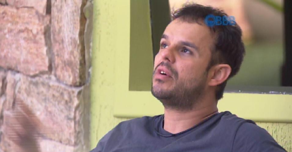 26.fev.2015 - Em conversa com Amanda, Adrilles comenta sobre a possibilidade de Tamires ficar com Cézar