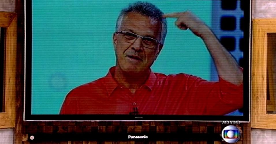 """26.fev.2015 - Pedro Bial dá boa noite aos participantes do """"BBB15"""" e faz declaração de amor para os brothers"""