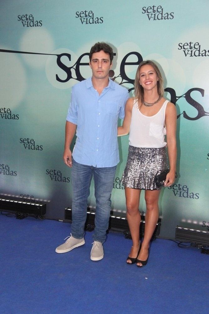 26.fev.2015 - Thiago Rodrigues com a mulher, Cristiane Dias