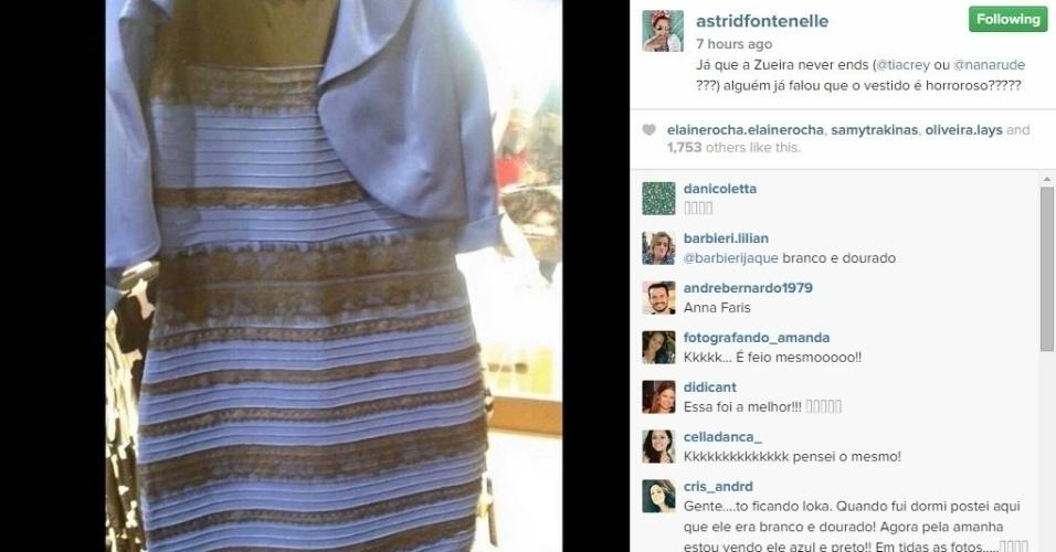 """27.fev.2015 - """"Já que a Zueira never ends, alguém já falou que o vestido é horroroso?????"""", julgou Astrid Fontenelle"""