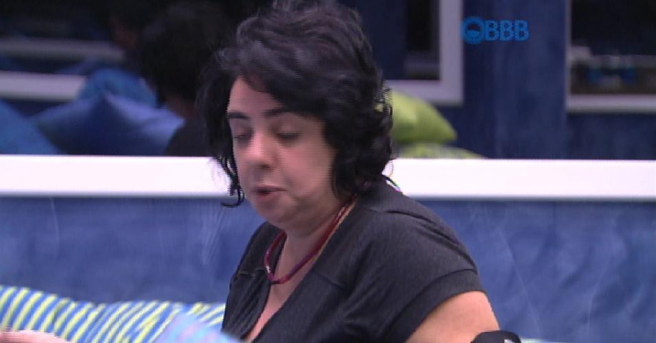 27.fev.2015 - Mariza diz para Adrilles que Talita usa sedução como arma de ataque