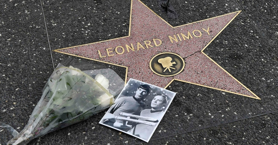 """27.fev.2015 - Uma foto de Leonard Nimoy e William Shatner, como Spock e Kirk de """"Jornada nas Estrelas"""", também fez parte da homenagem"""