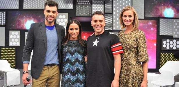 """Anitta com os apresentadores do programa """"Chega Mais"""""""