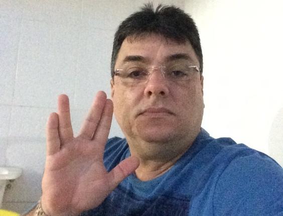 """O baiano Marcelo Celidonio, 45, faz saudação a Spock: """"Mudou a minha vida, despertou a minha paixão pela lógica, ciência e a razão"""""""