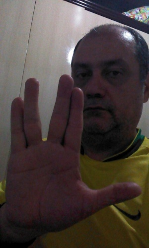 """""""Paz e prosperidade!"""" é o que deseja Renato Motta Filho a seu """"grande ídolo, de notável inteligência"""""""