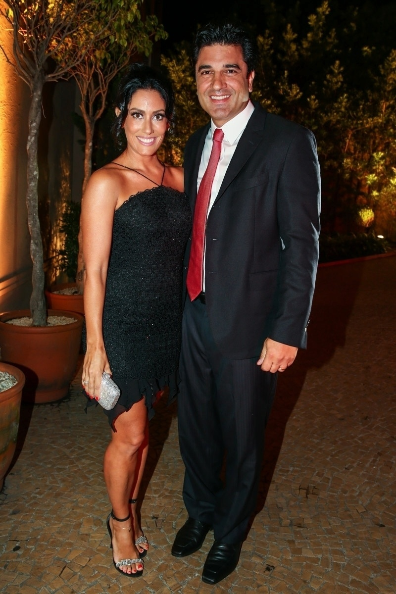 27.fev.2015 - Edu Guedes e a namorada, Thais Jerez, marcam presença no aniversário de 15 anos da filha de Tom Cavalcante em um buffet na zona oeste de São Paulo, na noite desta sexta-feira