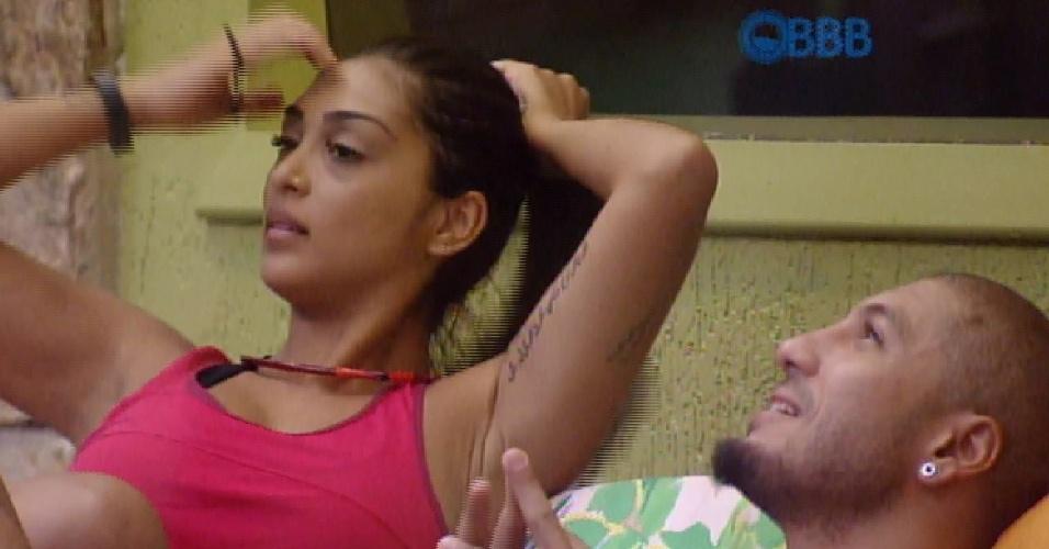 28.fev.2015 - Amanda e Fernando criticam Cézar